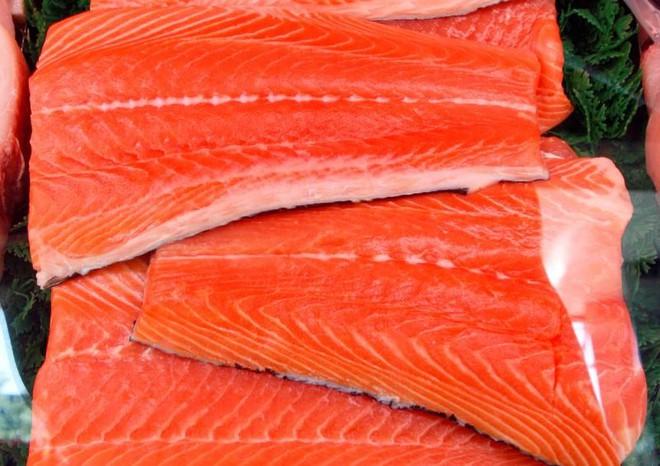 Nghiên cứu: có nguy cơ nhiễm Covid-19 từ thịt cá hồi