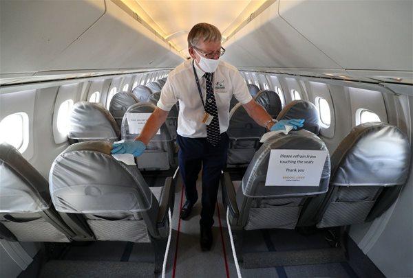 Đi máy bay thời Covid-19: Cân nhắc giữa rủi ro bị nhiễm và lợi ích công việc
