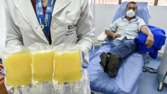 Điều trị COVID-19 bằng huyết tương liệu có hiệu quả và an toàn?